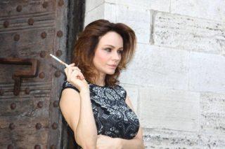 Francesca Neri in Una famiglia perfetta