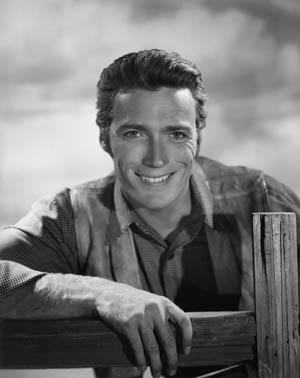 Un giovane Clint Eastwood agli inizi di una lunghissima carriera